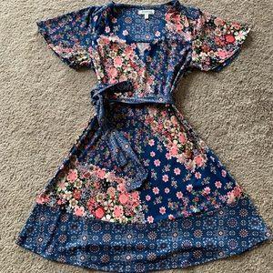 Monteau by Los Angeles Floral V-neck Dress